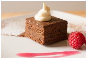 caramel-brownie-with-rapsberries