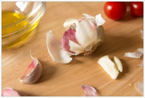 garlic-olive-oil-and-tomatoes